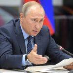 Путин поручил кабмину проработать индексации пенсий для работающих россиян