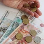 Экономист оценил инициативу ограничить пособия для «подозрительно бедных семей»