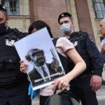 В Москве полиция задержала 20 участников акции против закона о просветительской деятельности