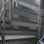 Плюсы металлических лестниц